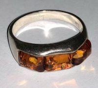 Кольцо. Три камня. Янтарь. Цвет натуральный - Янтарь , Изделия из серебра