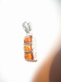 Подвеска. Три камня. Цвет натуральный - Янтарь , Изделия из серебра