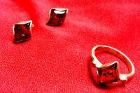 Komplekt. Sergi Koltso. Forma rombovidnaya. Tsvet kamnya naturalnyy - Serebro , Amber