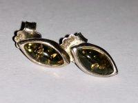 Серьги овальной формы с янтарем. Цвет камня - зеленый - Янтарь , Изделия из серебра