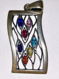 Серебро Подвеска. Семь камней. Цвет камней: синий, розовый, малиновый, голубой, фиолетовый, желтый, оранжевый - Изделия из серебра