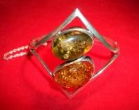 Браслет с двумя камнями. Янтарь. Цвет натуральный и зеленый - Янтарь , Изделия из серебра