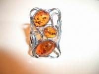 Кольцо. Форма прямоугольная. Три камня. Цвет