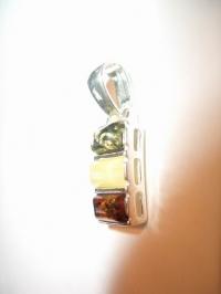 Подвеска. Три камня. Цвет натуральный, желтый, зеленый - Янтарь , Изделия из серебра