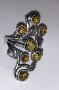 Кольцо. 7 круглых камней. Янтарь. Цвет - зеленый. - Янтарь , Изделия из серебра