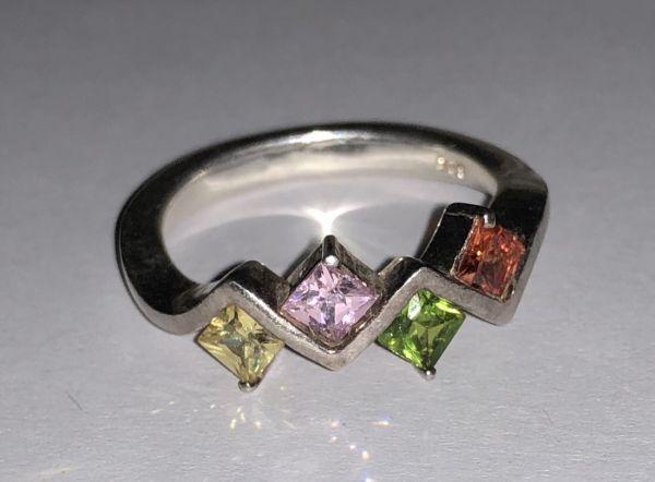 Серебро Кольцо. 4 камня ромбовидной формы. Красный, зеленый, сиреневый, желтый цвет. - Изделия из серебра