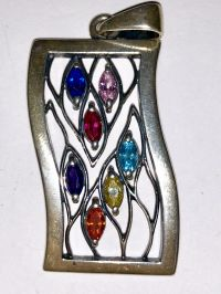 Подвеска. Семь камней. Цвет камней: синий, розовый, малиновый, голубой, фиолетовый, желтый, оранжевый - Изделия из серебра